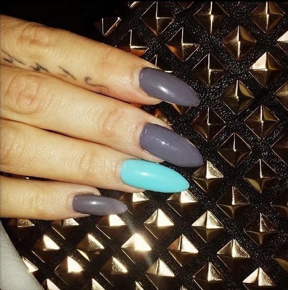 Uñas acrílicas decoradas con esmalte permanente en gris y azul  Más trabajos en http://www.facebook.com/patriciajimeneznails  #nails #nailart #nailpolish #uñas #manicura #manicure