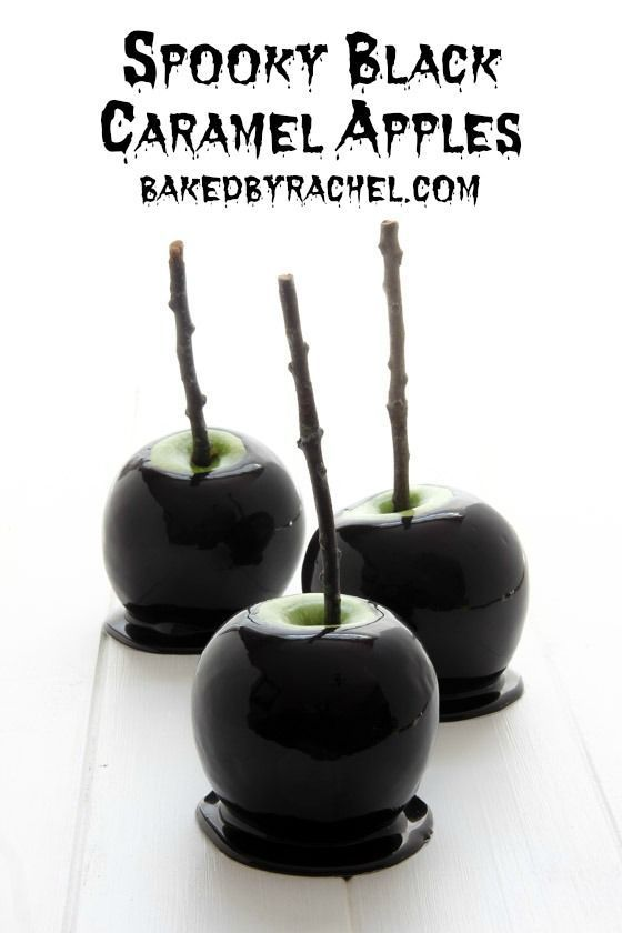 Spooky black caramel apples recipe from @bakedbyrachel Perfect for Halloween!