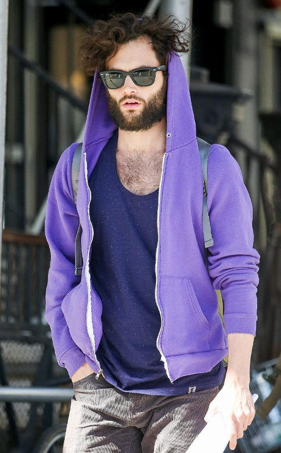 Mr. Badgley is that YOU? Penn was barely recognizable under his untamed tresses, a thick beard and classic wayfarer shades!