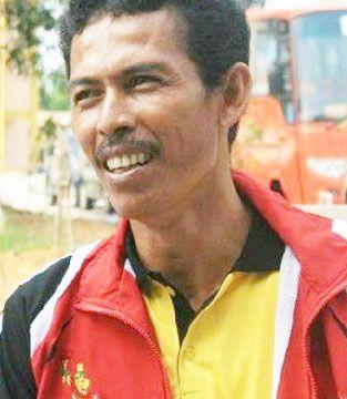 Salah satu cabang olahraga unggulan Provinsi Riau adalah olahraga panahan. Prestasi olahraga panahan Riau satu dekade terakhir ini tidak lepas dari keberhasilan pelatih berprestasi Muslim AMd. Kerja keras Muslim terbayar tuntas di ajang PON Remaja I di Surabaya 7-16 Desember 2014 lalu, panahan berhasil menyumbangkan emas pertama bagi kontingen Riau dari empat medali emas yang diperebutkan 32 provinsi. #PONPeparnasJabar2016