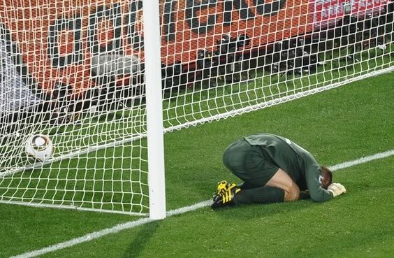 The five worst mistakes a goalkeeper can make http://www.kixsports-acceptnolimits.com/blog/2016/4/14/the-five-worst-mistakes-a-goalkeeper-can-make