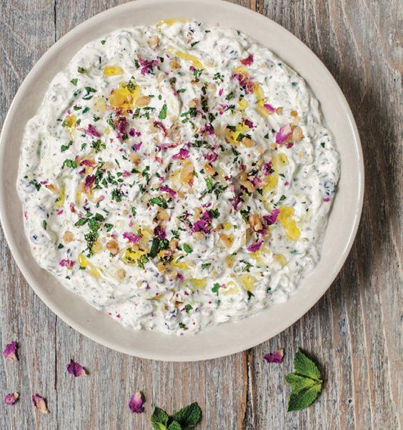 Cacık, Yogurt natural con pepinos rallados, Turquía