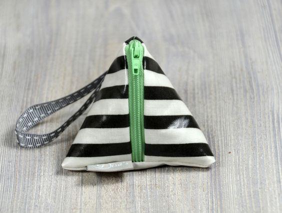 Leckerliebeutel Schwarz Weiß gestreift mit Grün von Gisa's auf DaWanda.com