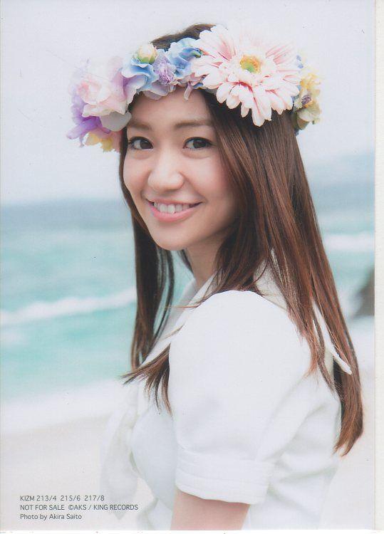 花冠をかぶる大島優子