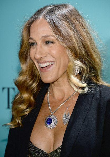 Sarah Jessica Parker Photos Photos - Actress Sarah Jessica Parker is wearing Diamonds from the Tiffany