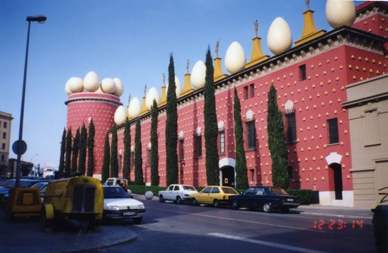 Teater Museu Gala Salvador Dali building from outside0155