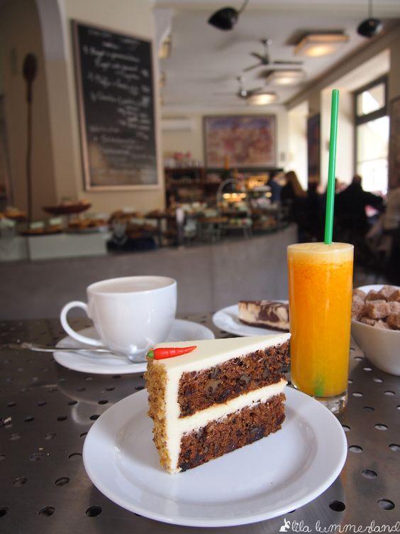 The World's best Carrot Cake im bakeshop