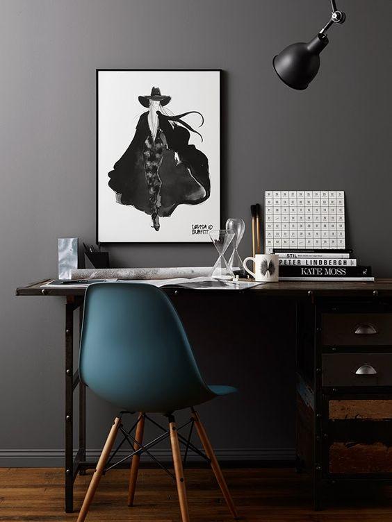 Bureau industriel mur gris chaise eames bleu deco pinterest murs gris - Idee decoration bureau ...