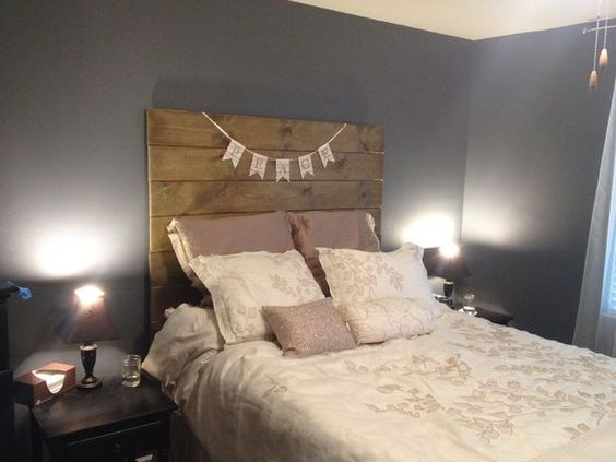 Simple Wooden Headboard  Love the classic look? Here is a beautiful wooden headboard to make.