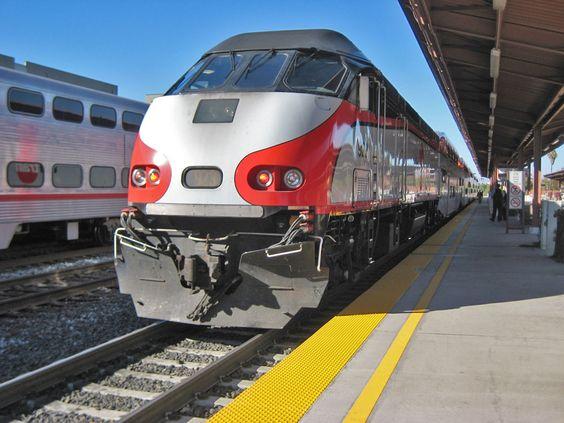 Yo ayudo mi comunidad porque yo tomo el tren. El transporte público ayuda la comunidad.