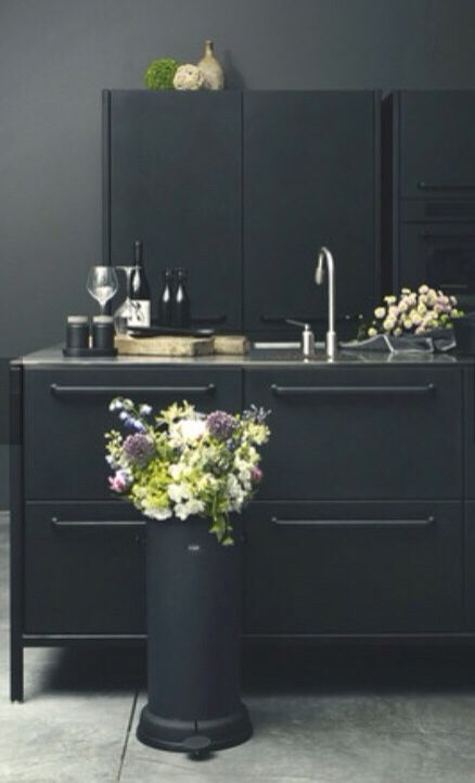 Detalle de muebles de cocina en Madrid negros mate, www.lovikcocinamoderna.com