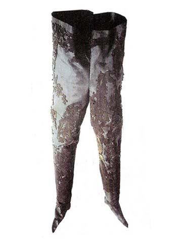 Tights of Ferdinand II Aragon, made in 1498 are in San Domenico Magiore, Photo - Villagomedievale.com: Century Costumes Repros, 500 1500 Medieval, Clothing, 1000 1600 Fragment Extant, Male Undergarments, Medieval Renaissance Costumes, Garb Undergarments, Fragment Extant Textiles