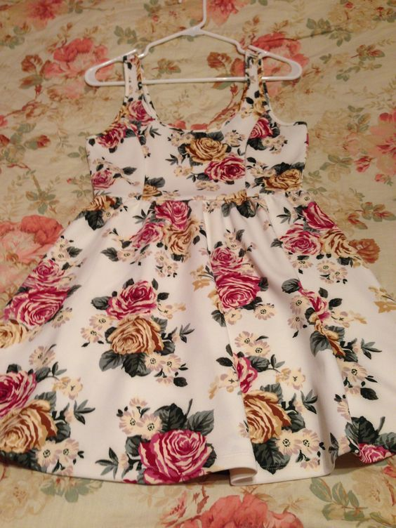 Pretty F21 Floral Dress! Never worn. Size M (but it's stretchy). Price: $20 USD shipped