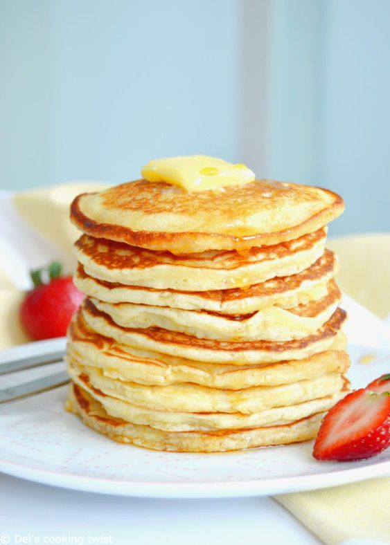Easy Fluffy American Pancakes. Back to basics today, with the easiest pancakes recipe ever. With only 6 ingredients and 2 minutes preparation, you get the perfect fluffy American pancakes for breakfast!