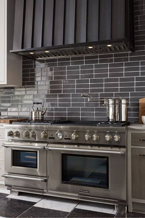 Looking For A Statement Stove The Massive Stainless Steel Thermador 60 Pro Grand Steam Ra Simple Kitchen Remodel Cheap Kitchen Remodel Kitchen Remodel Cost