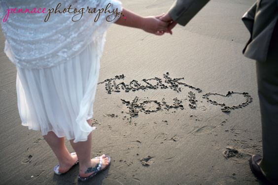 "This couple wrote ""thank you"" in the sand after their beach wedding and took a picture to use later as the thank you card."