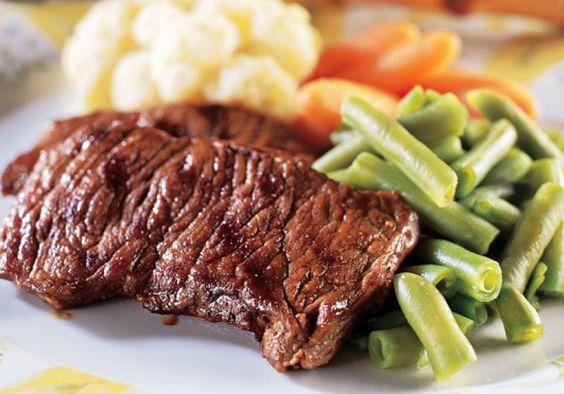 Até mesmo na dieta, o filé grelhado com legumes no vapor é uma boa aposta para não ficar com fome durante muito tempo!