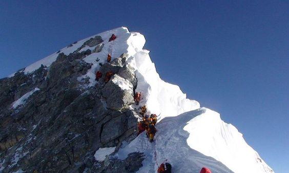 Sherpas, coronar el Everest para volver a tener trabajo • El Nuevo Diario