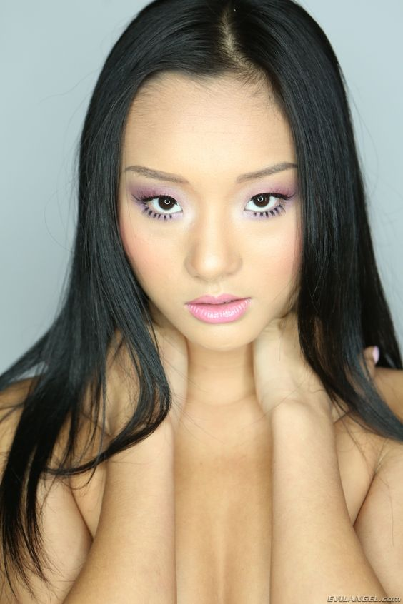 Alina Li Nude Photos 32