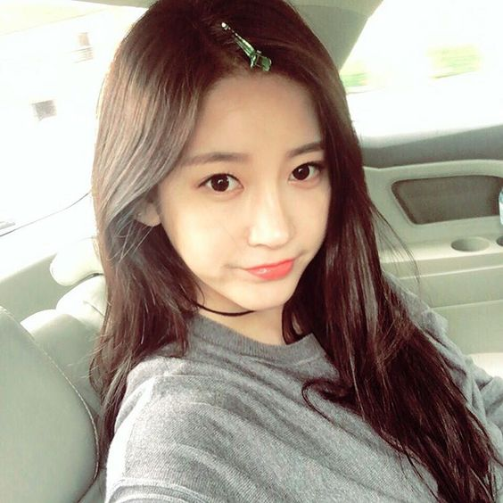 T-ara World: T-ara SoYeon updates fans with her cute SelCa pictures
