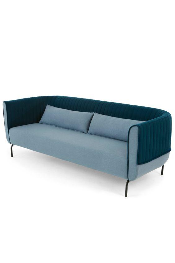 Bienno 3 Sitzer Sofa In Taubenblau Und Petrolfarben. Zwei Eigenschaften  Definieren Bienno: Die Niedrige, Relativ Schmale, Geschwungene Lehne Und Diu2026 Design