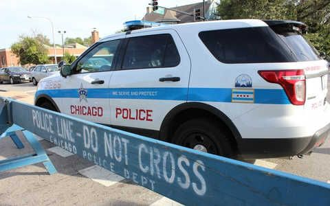 Man Jumped From Balcony Gripping Package Of Automatic Pistol Switches Police Say News Break Police Chicago Police Officer Chicago