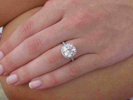 Engagement rings cushion cut