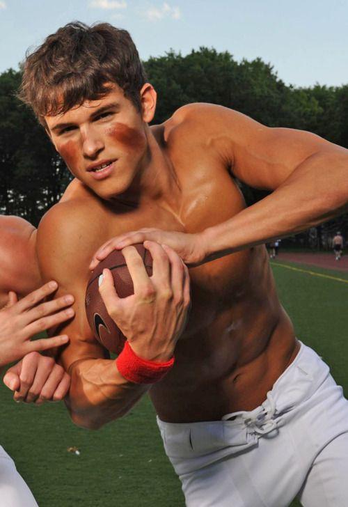 Соседка красавица тренер трахает спортсмена фильмов голыми женщинами
