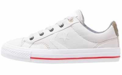 El Calzado Desenfadado Más Popular  El calzado desenfadado más popular se centra en las zapatillas de mujer; todo un referente a seguir en tu día a día,
