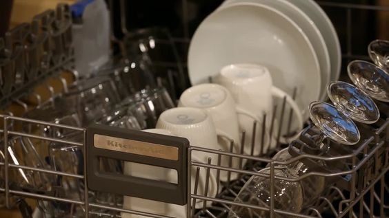 Cooking School / How to Load a Dishwasher: Dishwasher Sad, Dishwasher Kitchen, Dishwasher Tray, Cooking School, Cleaning Homecare, Dishwasher Martha, Cleaning Tips, How To Load A Dishwasher, Kitchen Cleaning