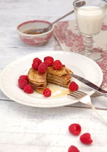 Pancakes à base de 3 ingrédients : une banane mure, des œufs et un peu de farine (ou graines de lin broyées)