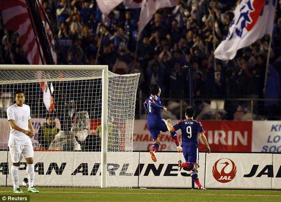 Japan's Shinji Kagawa (2nd L) celebrates after scoring a penalty against New Zealand