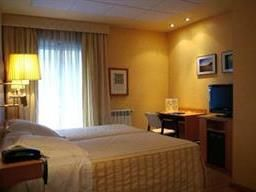 El Hotel Gran Vía se situa en la popular Gran Vía de Zaragoza.