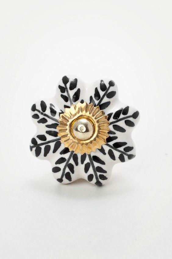 https://www.collector55.com.br/produto/604/puxador-ceramica-henna