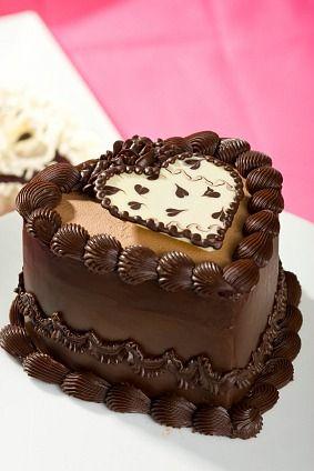 Chocolate Cream Cake recipe pinned from http://www.painlesscooking.com/valentine-day-menu.html
