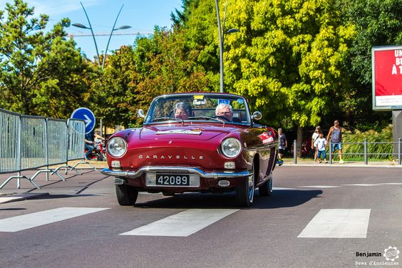 Renault Caravelle aux 48h Automobiles de Troyes #MoteuràSouvenirs Reportage : http://newsdanciennes.com/2016/09/12/les-48h-automobiles-de-troyes-2016-cetaient-quatre-jours-de-bonheur/