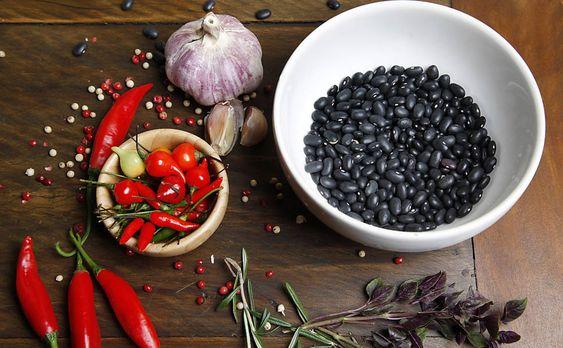 Ingredientes para preparar a famosa Feijoada do Bolinha