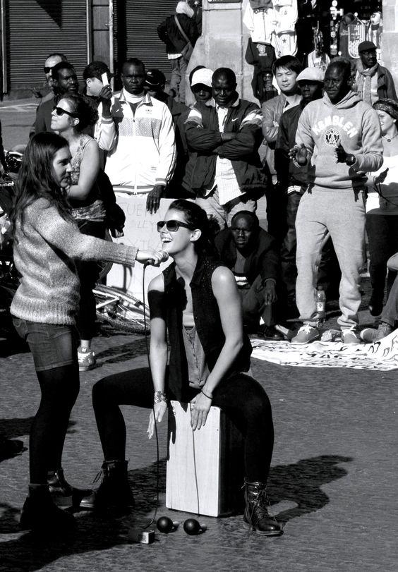 hey you #artists, thanks for your #energy! #kuenstler in #barcelona, nähe #ramblas. http://ferndurst.de/tipps-fuer-barcelona-in-2-tagen/ #blackandwhite