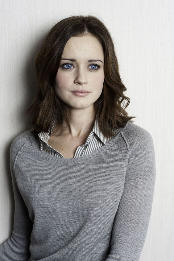 Hair Cut, Beautiful Eyes, Blue Eyes, Rory Gilmore Hairstyles, Gilmore Girls, Alexis Bledel Hair, Haircut, Alexis Bledel Style