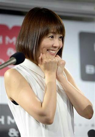 小林麻耶かわいいお決まりポーズの画像