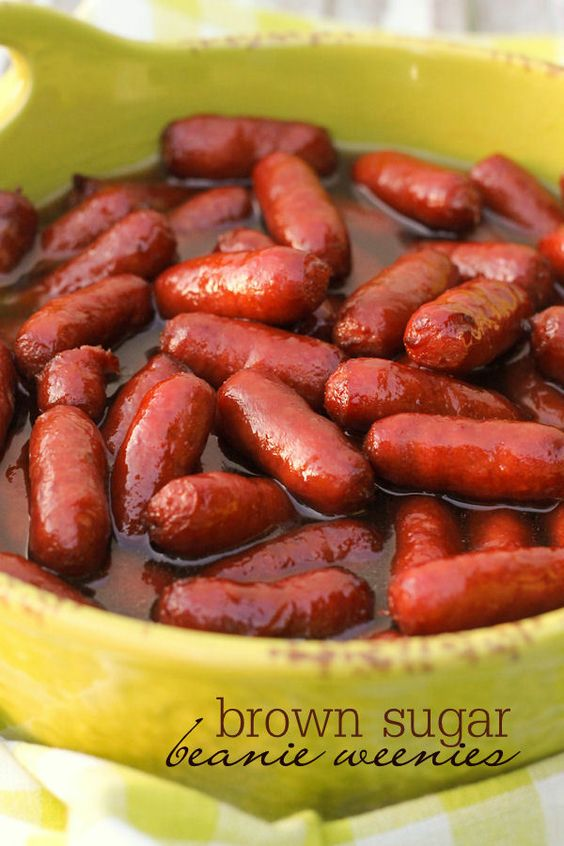 Super easy and delicious Brown Sugar Beanie Weenies - perfect for parties! { lilluna.com }
