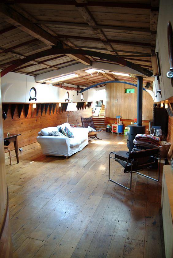 London tideway brokerage twee gezusters houseboats for Minimalist house boat