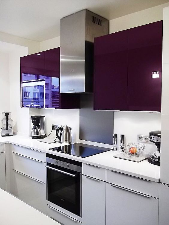 cuisine sur mesure plan de travail en corian meubles stratifi blanc et violet design by. Black Bedroom Furniture Sets. Home Design Ideas