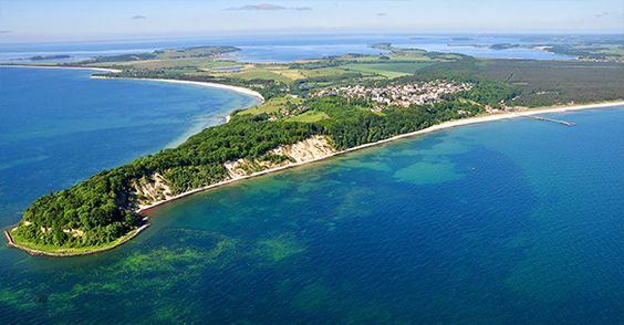 Luftbild von der Ostsee - hier kann der Urlaub auch günstig sein