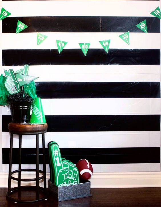 Football watch party ideas and free Printables photo booth DIY