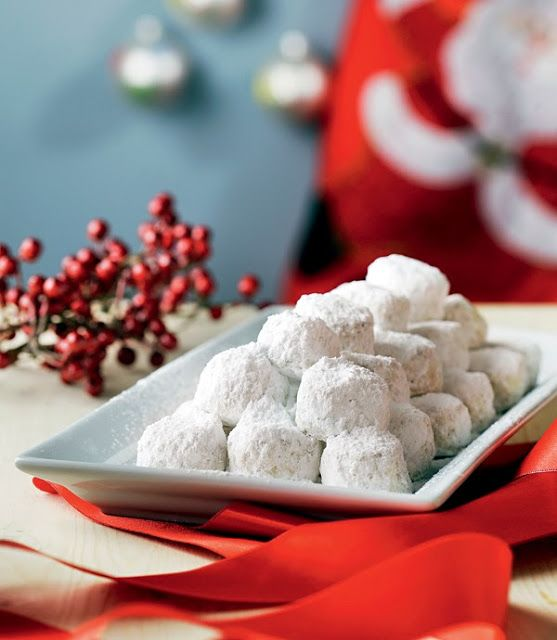 Kourabiedes (Greek Christmas butter cookies) flavoured with mastic