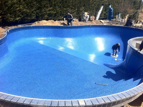 Lagoon shaped pool with a vinyl lancashire bluestone 28 20 for Blue pond liner