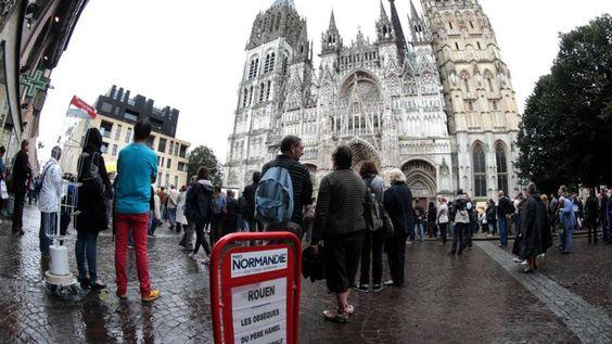 2000 mensen bij uitvaartdienst vermoorde Franse pastoor | NOS