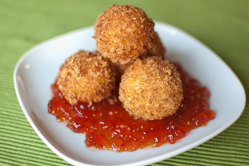 Deep fried pimiento cheese balls. Sounds like this could be close to those I tasted at Poogan's Porch in Charleston, SC. Delish! I will be trying these soon!