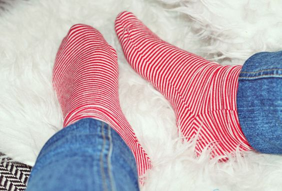 Schon lange hatte ich vor, Socken selber zu nähen. Leider konnte ich erst nur Anleitungen finden, wie man Socken strickt. Doch dann wurde ich endlich fündig. Und siehe da: fix wurde aus einem alten…